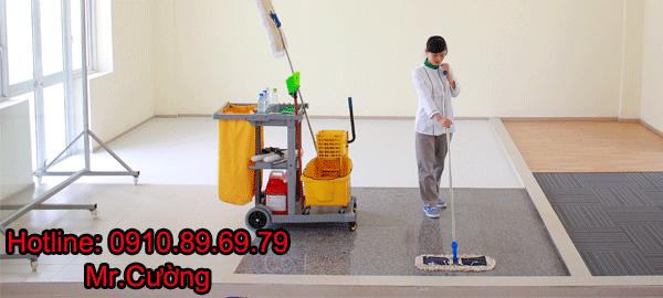 Lau khô sàn nhà kết thúc quá trình làm sạch